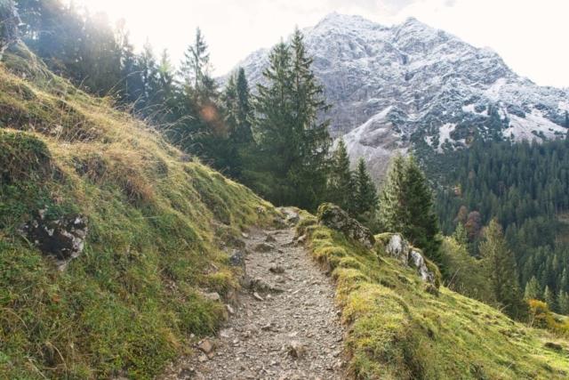 Wanderpfad am Fuß des Rubihorns