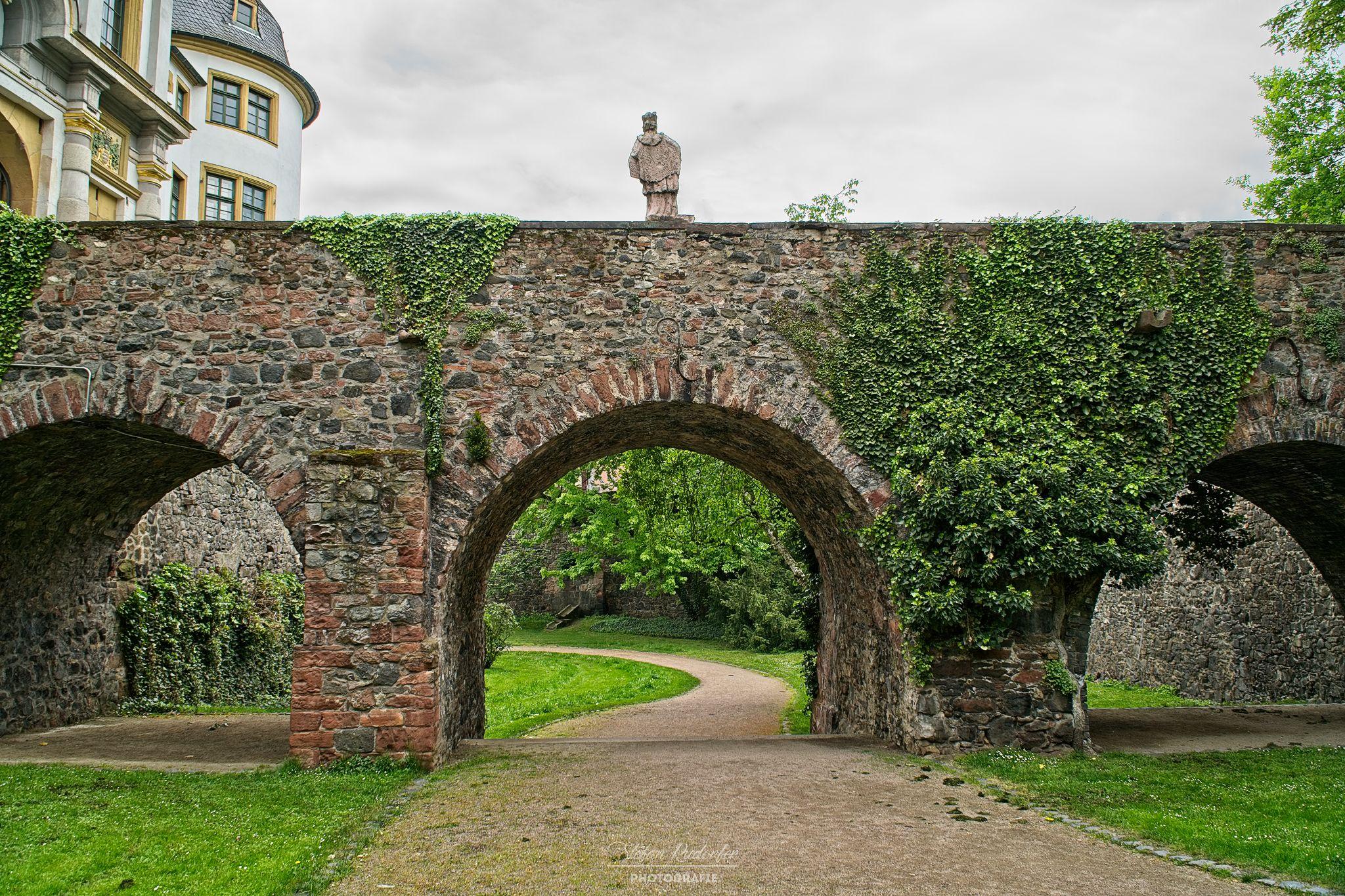 Steinbrücke zum Schloss