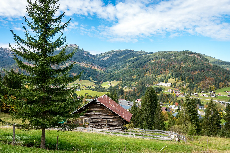 Das Dorf Riezlern in Österreich