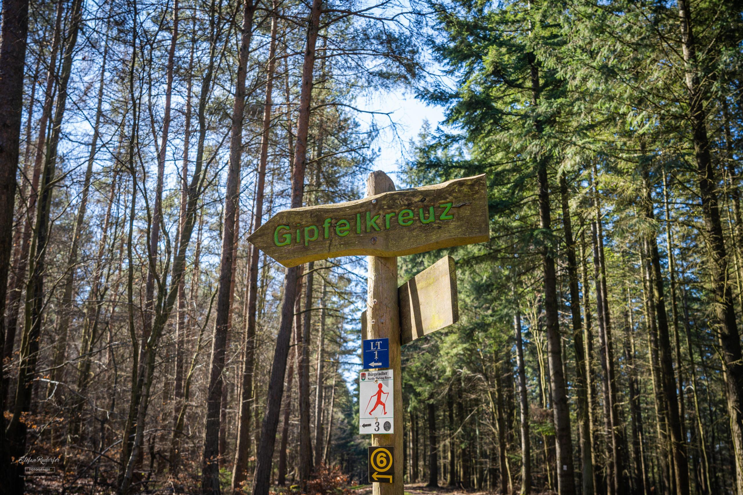 Wegweiser zum Gipfelkreuz
