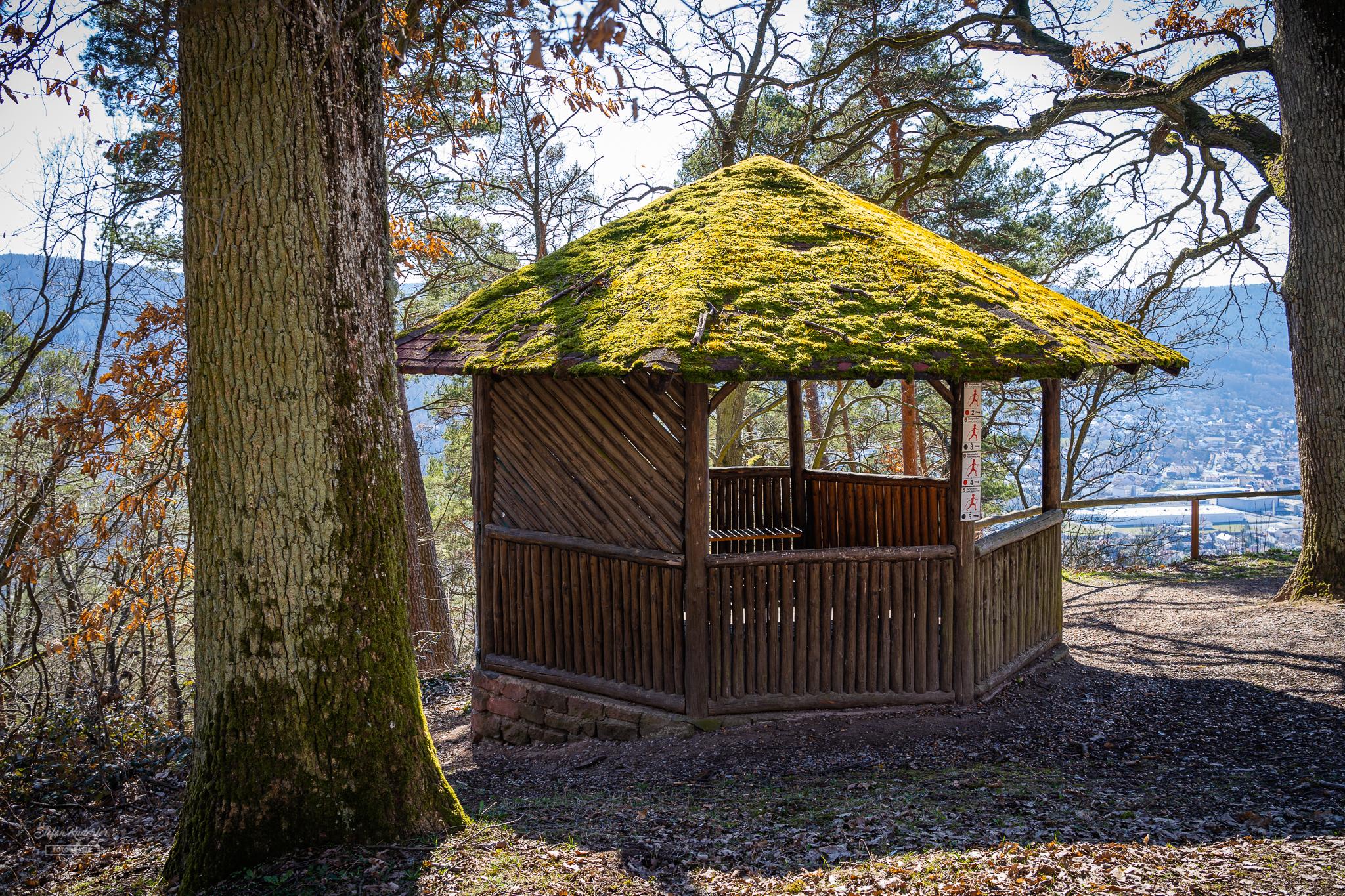 Schutzhütte an der Kapelle